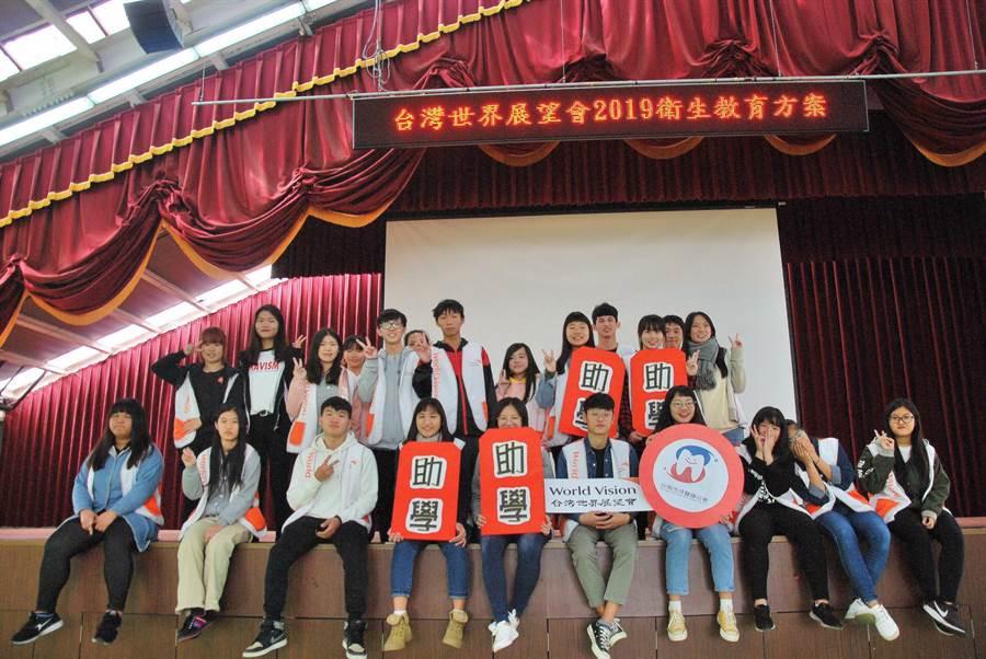台灣世界展望會發起「10000個紅包10000個契機」活動,希望為國內弱勢兒童募集1萬個助學、平安、健康與希望的紅包。(展望會提供)