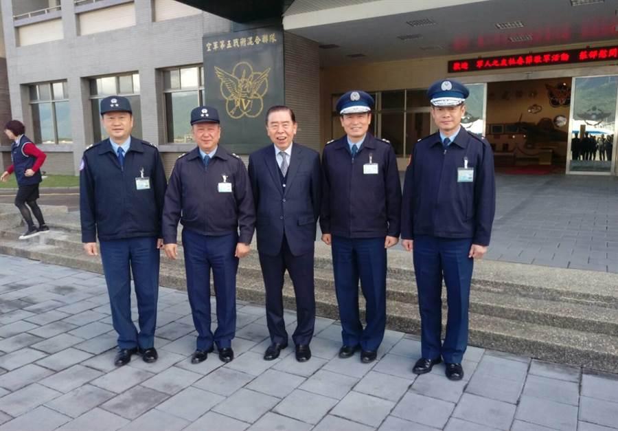 空軍前後三任教準部指揮官一起合照。呂昭隆攝