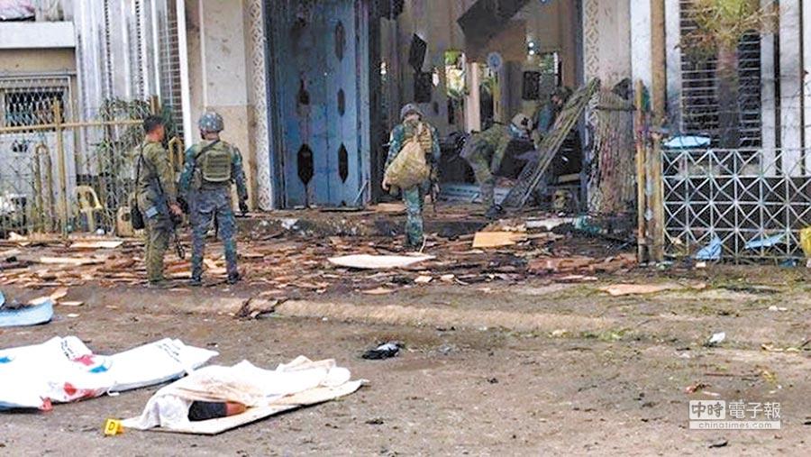 菲律賓西南部一天主教堂外27日上午發生連環爆炸,警方表示,2次爆炸僅相隔1分鐘。(路透)