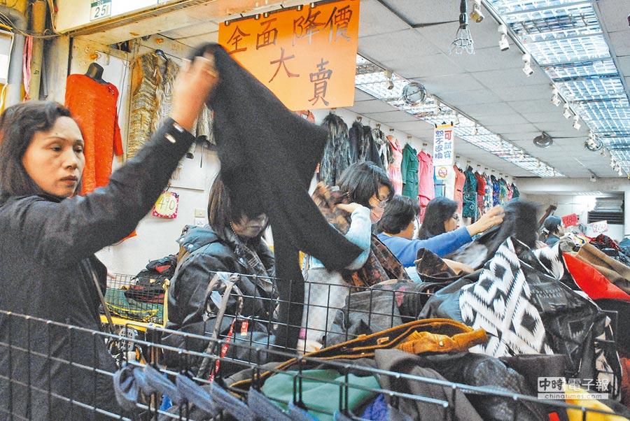 農曆年前台北店家大降價刺激買氣。(本報系資料照片)