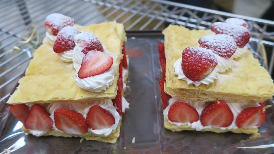 草莓千層派,是店內草莓季的熱銷商品之一。(謝瓊雲攝)