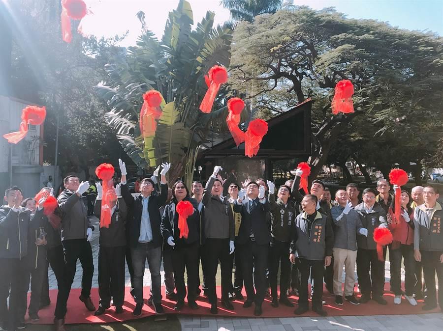 新竹市首座建置免治馬桶的「護城河公廁」,29日上午重新開放啟用。陳育賢攝)