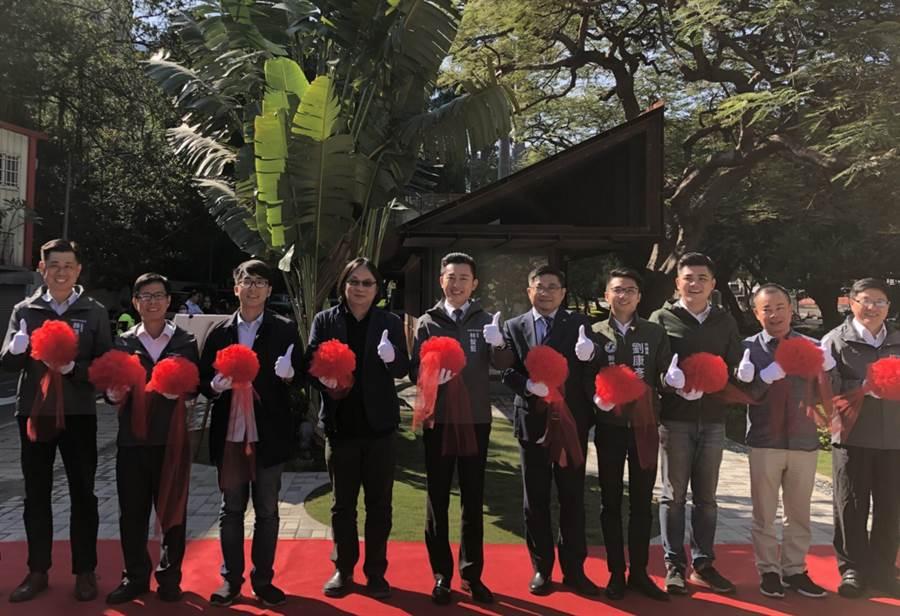 新竹市首座建置免治馬桶的「護城河公廁」,29日上午重新開放啟用。(陳育賢攝)