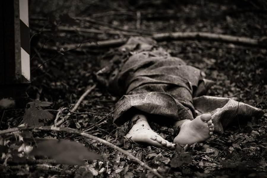 非洲國家坦尚尼亞驚爆連續血腥謀殺,至少10名幼童上月遭綁架後失蹤一個月,上周警方發現了遺體,不過大部分幼童的生殖器都被切除,牙齒也被拔光。(示意圖/shutterstock)