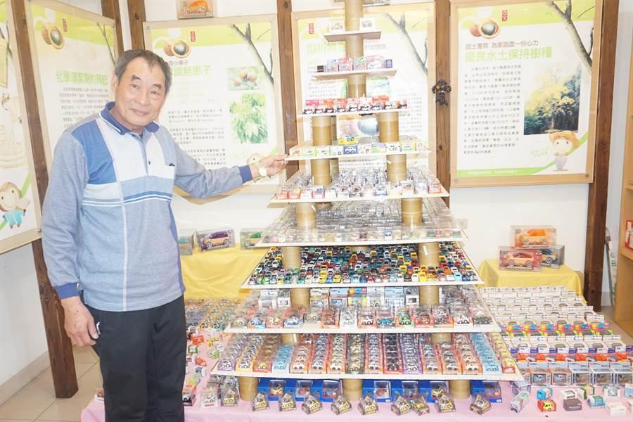 古寶無患子董事長王高榮在古寶無患子故事園區,展出他多年來收藏的2萬輛迴力車,邀請民眾過年期間來參觀。(李其樺攝)