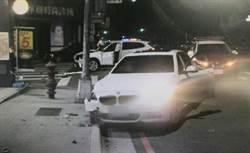 影》男女駕駛BMW對撞!凶狠肇事男態度秒變 下跪喊對不起
