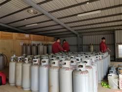 國小旁違法堆置百支液化石油氣 桃消防扣留開罰
