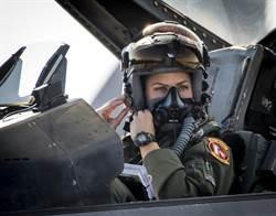 影》F-16毒蛇飛行表演隊首由女指揮官當家