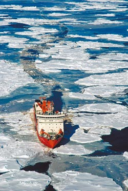 撞南極冰山 陸科考船險成鐵達尼號