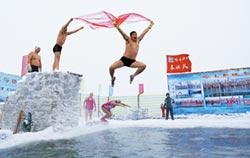 失聰陸女愛冬泳 極限跳水難不倒