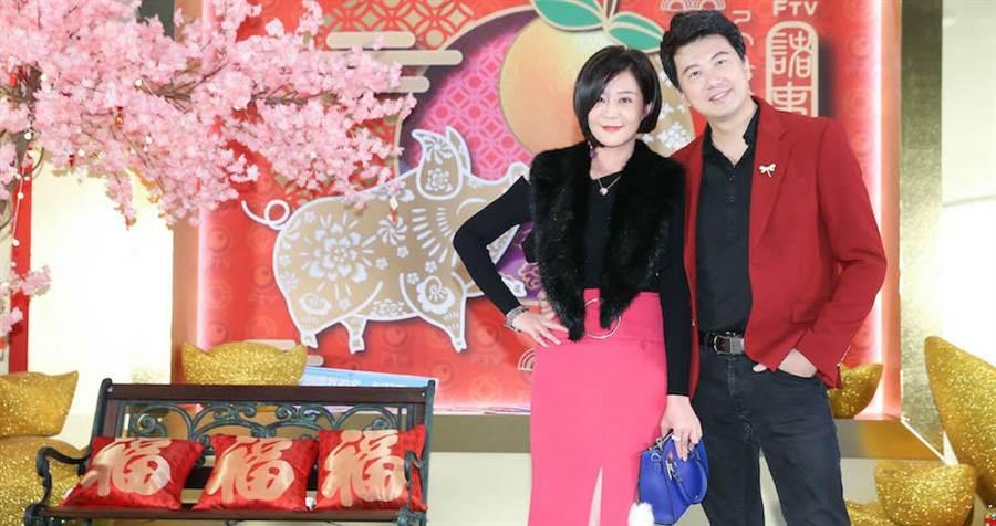 吳皓昇和老婆文汶出席民視尾牙。(羅永銘攝)