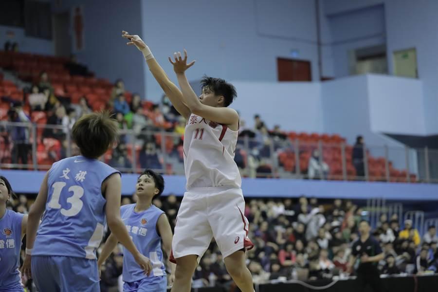鄭伊秀(中)今天在亞洲盃女籃賽得到10分,可惜未能幫助中華隊奪勝。(資料照/中華籃協提供)