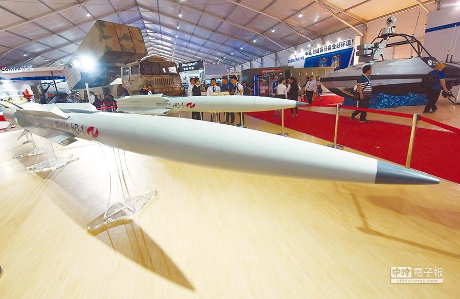 2018年11月8日,民眾在珠海航展觀看HD-1超音速巡弋飛彈。(CFP)