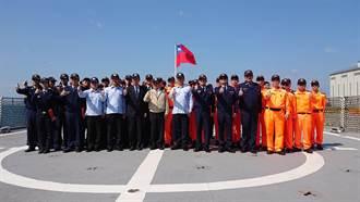 蘇貞昌登宜蘭艦慰官兵 宣布海巡比照國軍醫療優惠