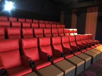 喜樂時代永和影城看電影 坐法拉利高規沙發