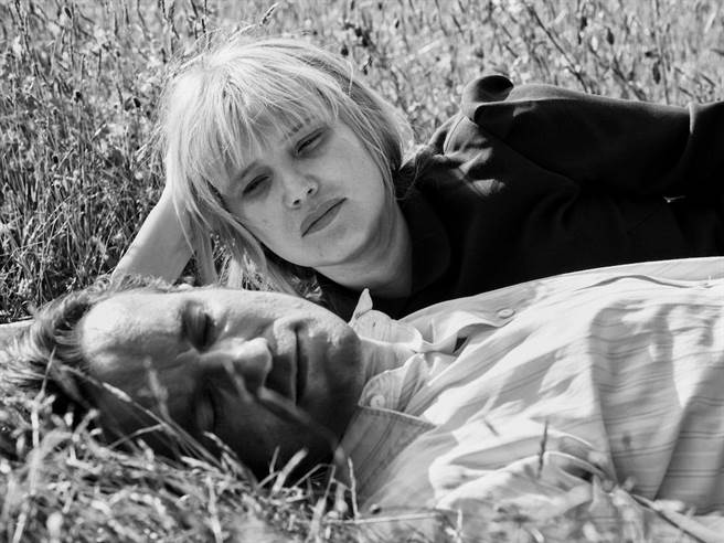 喬安娜庫里格(後)與托瑪茲寇特飾演男女主角。(東昊提供)