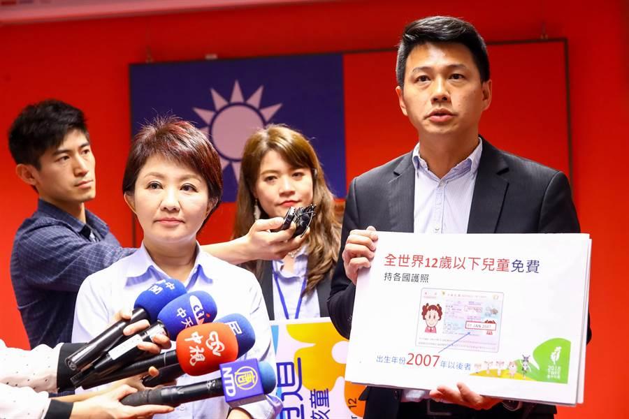 台中市長盧秀燕(左)選前喊出台中市民看花博終身免費,上任後兌現支票,還加碼全球12歲以下兒童看花博也免費。(盧金足攝)