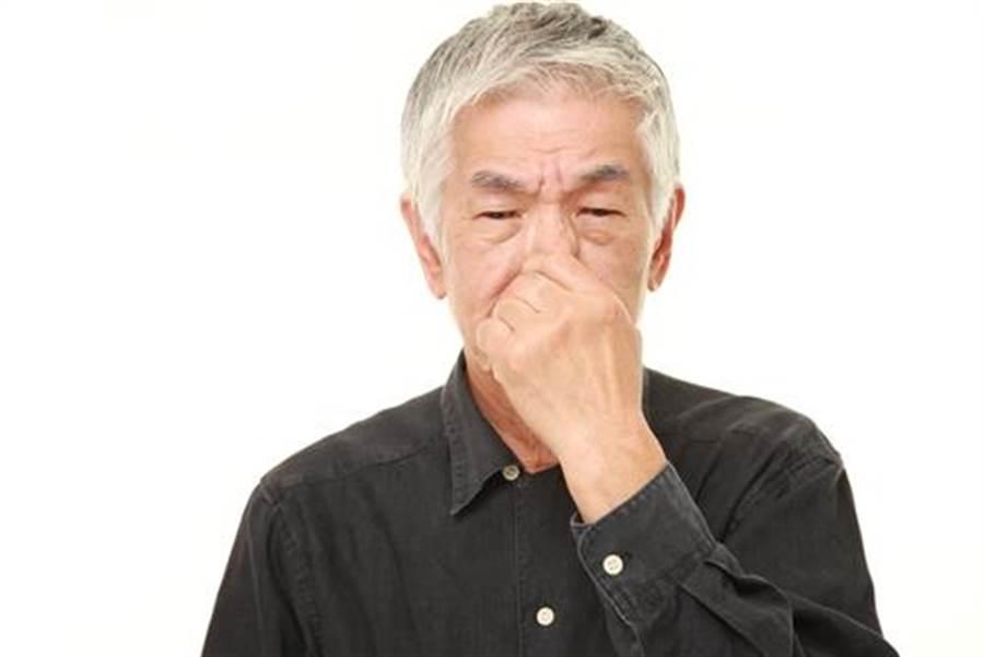年紀大有「老人味」 醫:50歲後別做這些事(示意圖/達志影像)