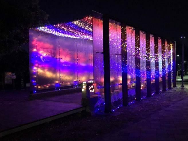 嘉義市北香湖公園點亮五顏六色燈光秀,迎接炫麗新春。(廖素慧翻攝)