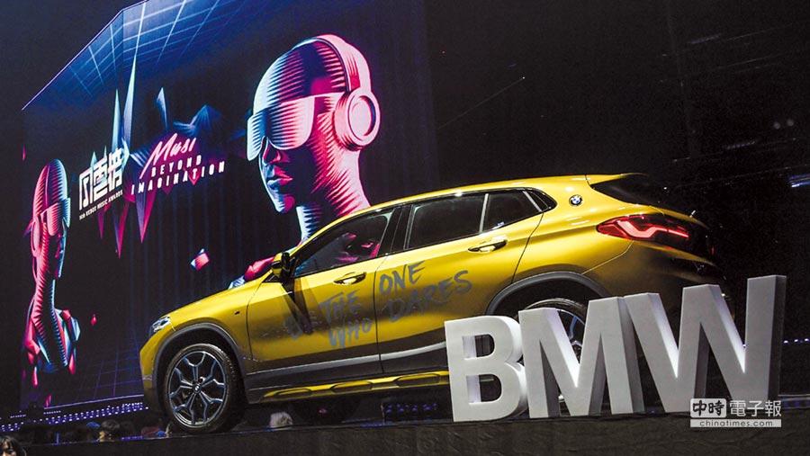 BMW總代理汎德今年熱情贊助的KKBOX《超樂想像─Music Beyond Imagination》風雲榜,豪華跨界跑旅BMW X2到現場一同與KKBOX樂迷朋友High翻小巨蛋。圖/汎德提供