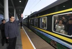 李克強登上春運列車:關心農民工工資是否拿到
