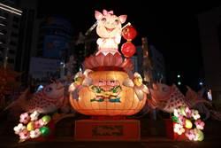 雲林斗六彩繪Q版發財豬全國唯一點燈