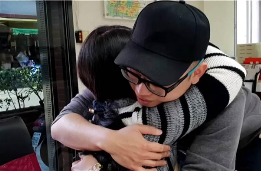 ▲睽違28年母子終於相聚。(圖/取自中天新聞CH52)