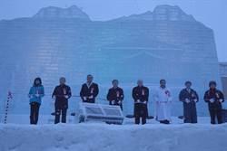 北海道札幌雪祭在風飛雪中揭幕