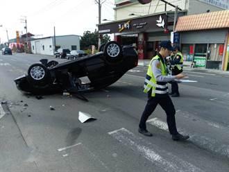 小客車自撞安全島翻覆 車輛橫躺馬路近3小時