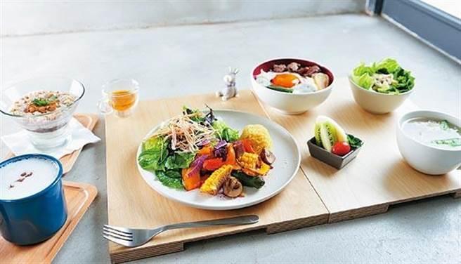 當晚如果要吃得比較豐盛,前一餐及下一餐可以選擇輕食。(圖片來源/陳德信)
