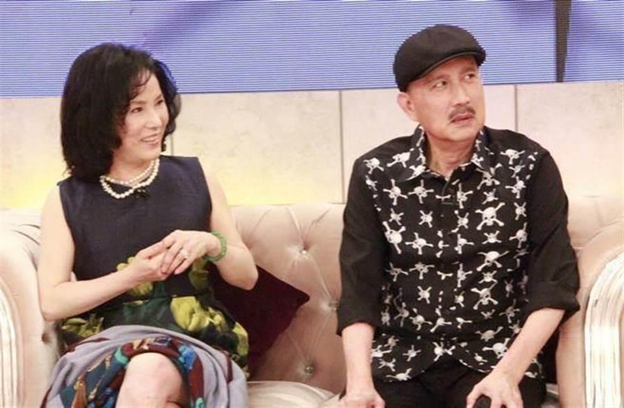 李亞萍(左)也曾被找去聽課,不過聽兩堂課就沒再去,自認沒有慧根。(本報系資料照)