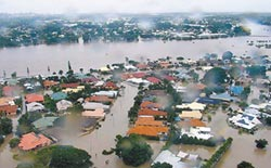 澳洲東北洪災 2萬民宅受威脅