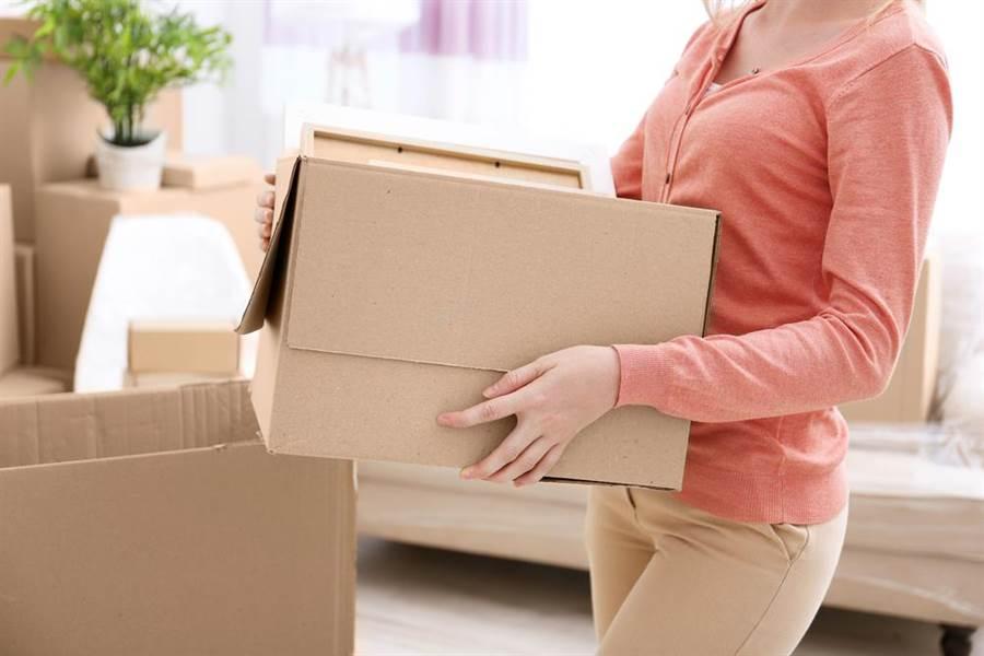 日本網友抱怨客人點了120分鐘 結果竟是要她幫忙搬家(示意圖/達志影像)