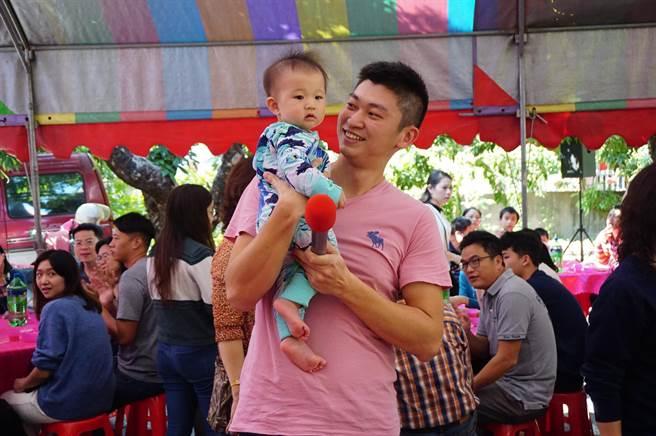 9個月大的張紘睿是張家最幼齒的新成員之一。(王文吉攝)