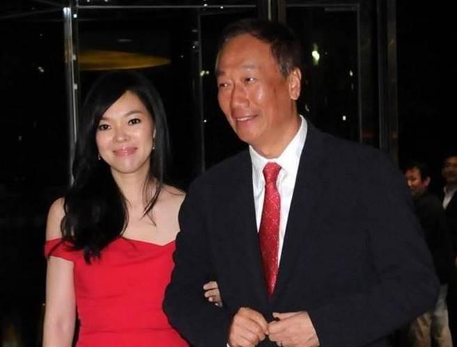 鴻海董事長郭台銘與妻子曾馨瑩。(時周提供)
