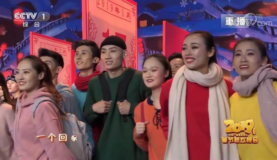 「媽,我回來啦!」一語唱出所有北漂青年的心聲。(圖/CCTV)