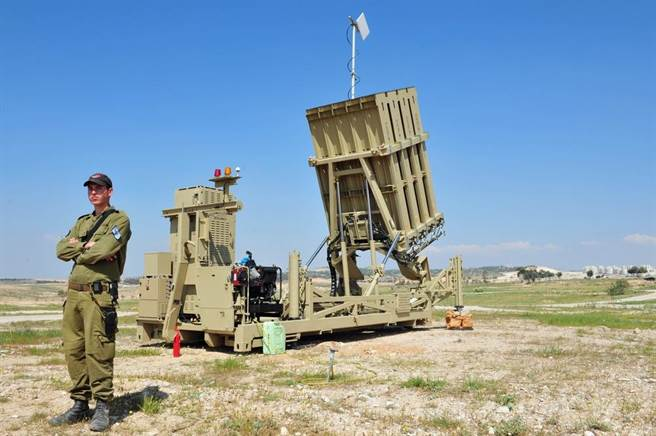 以色列部署「鐵穹」防禦系統的資料照。(達志影像/Shutterstock)