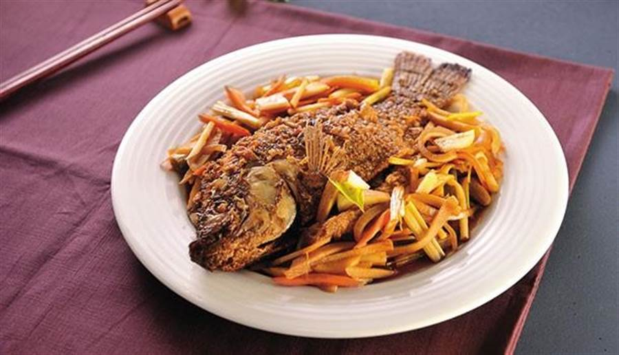 鮮蔬燴魚。(圖片來源/陳德信)