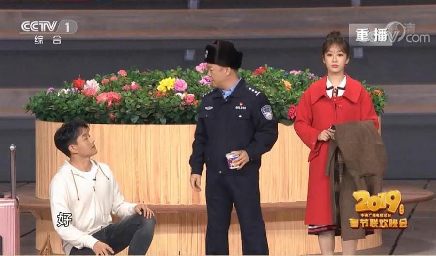 春晚小品「站台」演夫妻,佟大為楊紫萌差13歲。