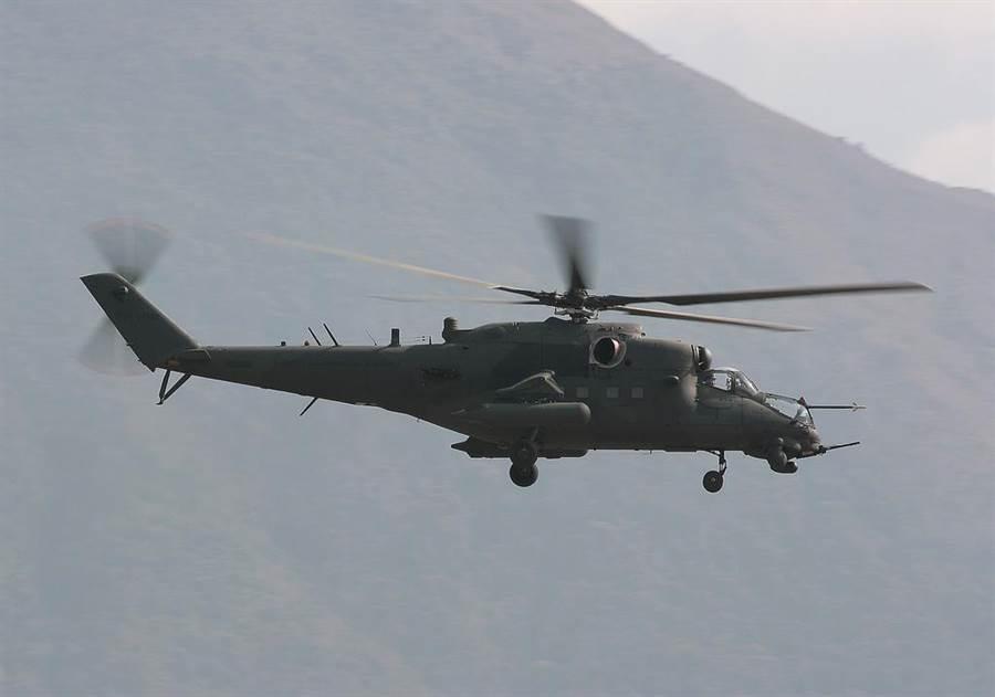 Mi-35可以攻擊也可以運輸,在攻擊直升機裡相當獨特。(圖/pinterest)