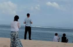 有圖為證!韓國瑜峇里島海邊「龜息大法」