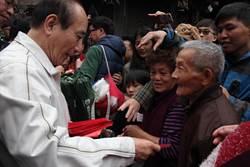影》鎮瀾宮發小紅包民眾高喊「總統好」王金平:盡力爭取