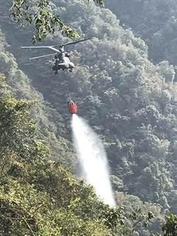 直升機舀水115趟 日月潭後山連日大火撲滅