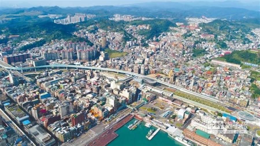 基隆距離台北約半小時車程,房價相對雙北來得便宜。(圖/基隆市政府提供)