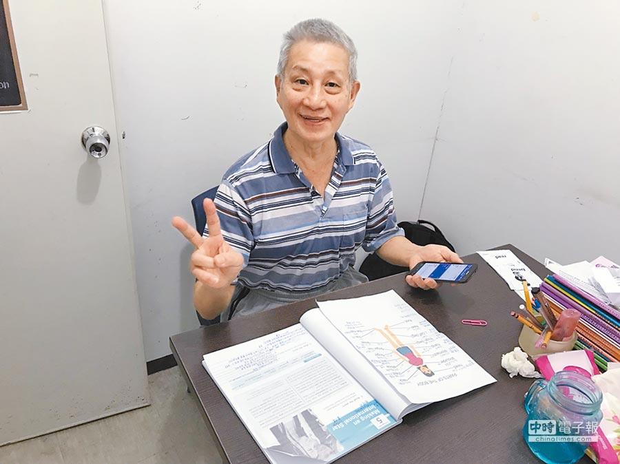 65歲張文碩曾到菲律賓學英語,以便跟韓國媳婦溝通。(張文碩提供)
