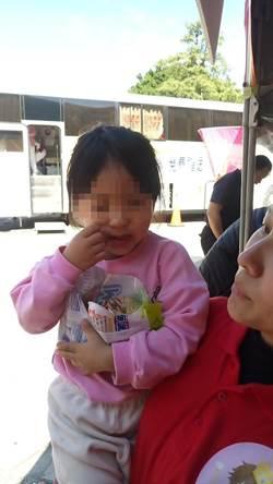 3歲萌娃走失哭鬧 警靠一包軟糖止淚