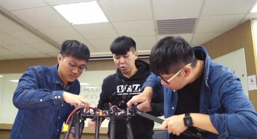 「擎壤科技」由成大航太系研究生共同組成,致力於研究航太技術多年。(教育部提供)