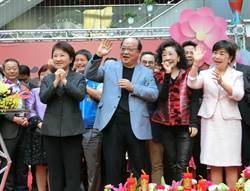 胡志強出席新春團拜 讚盧秀燕團隊青春有活力