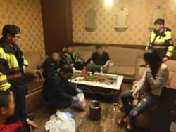 7男3女摩鐵開房做這事 赫見16歲小鮮肉