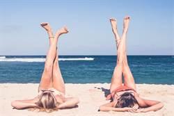 律師說法》2金髮洋妞旗津海灘性感裸曬 下場是…